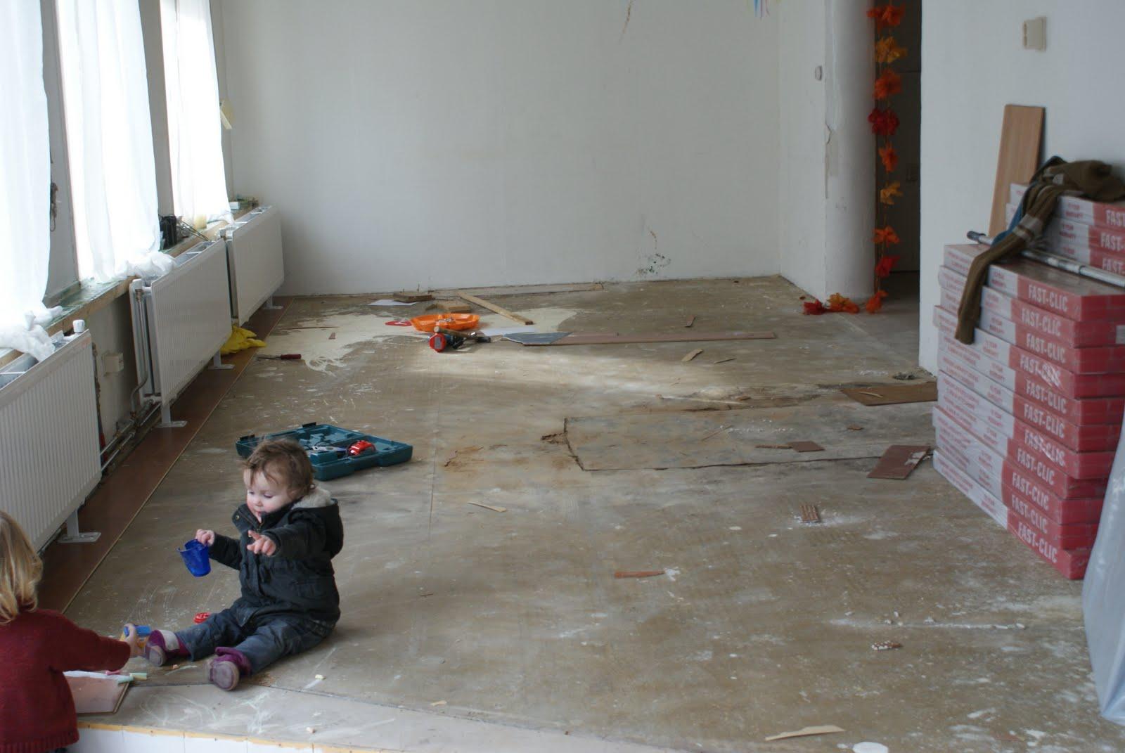 De woonkamer van meneer de burgemeester een nieuwe vloer voor de
