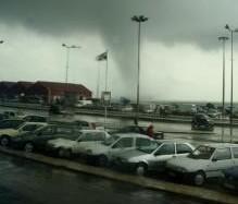 Pode ocorrer mais um mini-tornado...