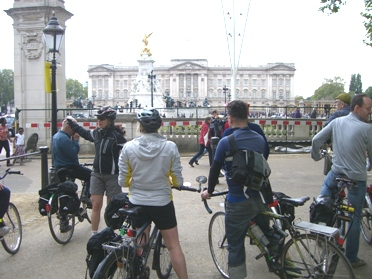 outside Buckingham Palace on lambethcyclists.org.uk
