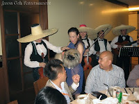 The violin player from the Mariachi / Mexican Band interacting with Dr Joanne, the birthday girl