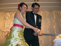 Wedding singer - cake cutting