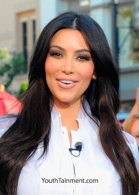 Kim-Kardashian-with-Mario-Lopez-at-The-Grove-Exclusive Photos