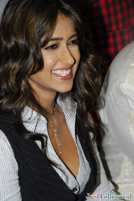 Ileana to Act in Bollywood opposite Ranbir Kapoor in BARFI