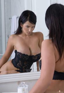 Denise Milani fotos