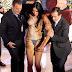 """""""Γυμνή επίθεση"""" στον ιδιοκτήτη του Playboy, Χιου Χέφνερ"""