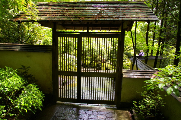 The grackle gardens fence inspirations from portland - Japanese garden gates ideas ...