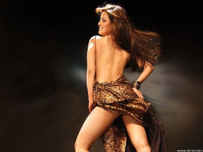 BOLLYWOOD AND HOLLYWOOD ACTRESS WITHOUT DRESS