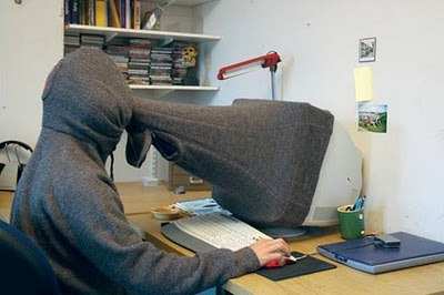 Hide your emails, funny emails, funny pictures, funny hide emails, in office, how to hide emails from manager in office