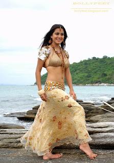Shraddha Arya sexy traditional wear
