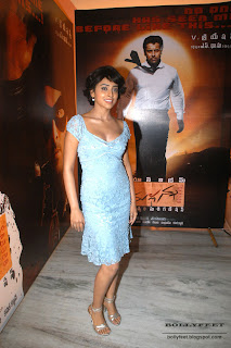 Hot Shriya Saran leg show