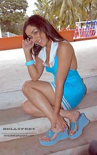Cute actress Mallika Kapoor