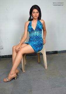 Shraddha Das Leg Show