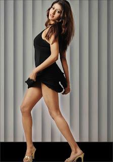 Indian beauty Chandrika leg show