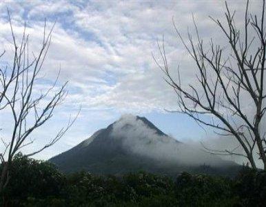 La Isla Indonesia de Sumatra está bajo Alerta Roja Volcánica  Volcan+Sinabung