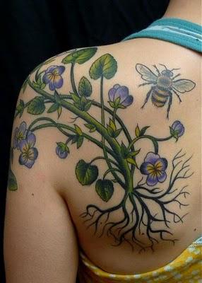 Tattoo Kupu-Kupu dengan Kombinasi Tattoo Bunga