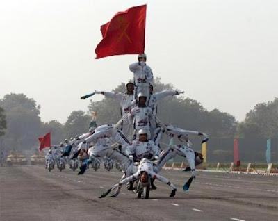 Akrobat Tentara India Diatas Sepeda Motor