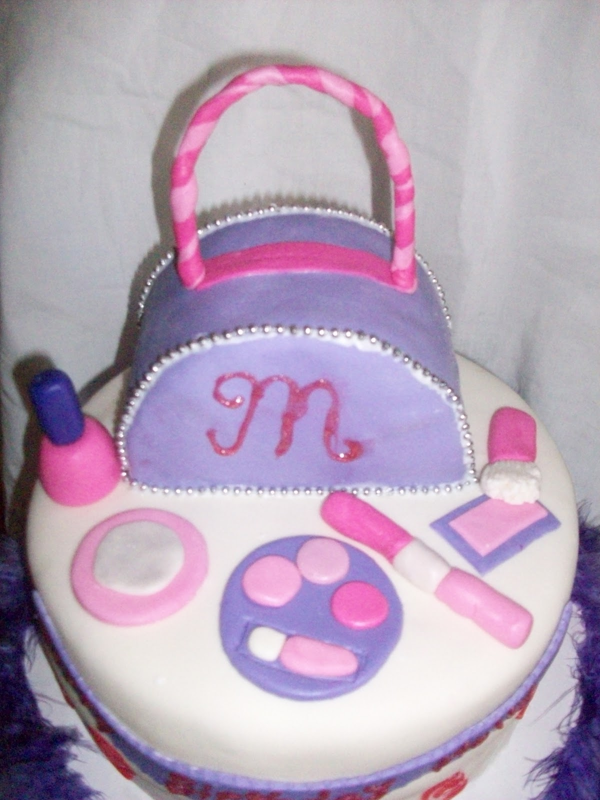 Birthday Cake Pics For Little Girl : Aimee s Cakes: Little Girl Purse and Make Up Cake