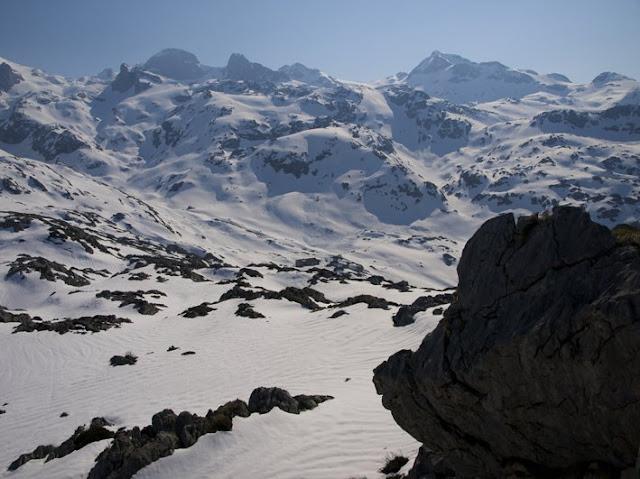 Imagen de la subida desde el Refugio de Vegarredonda en Picos de Europa