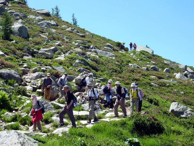 Grupos de senderistas por la ruta Henri Vallot