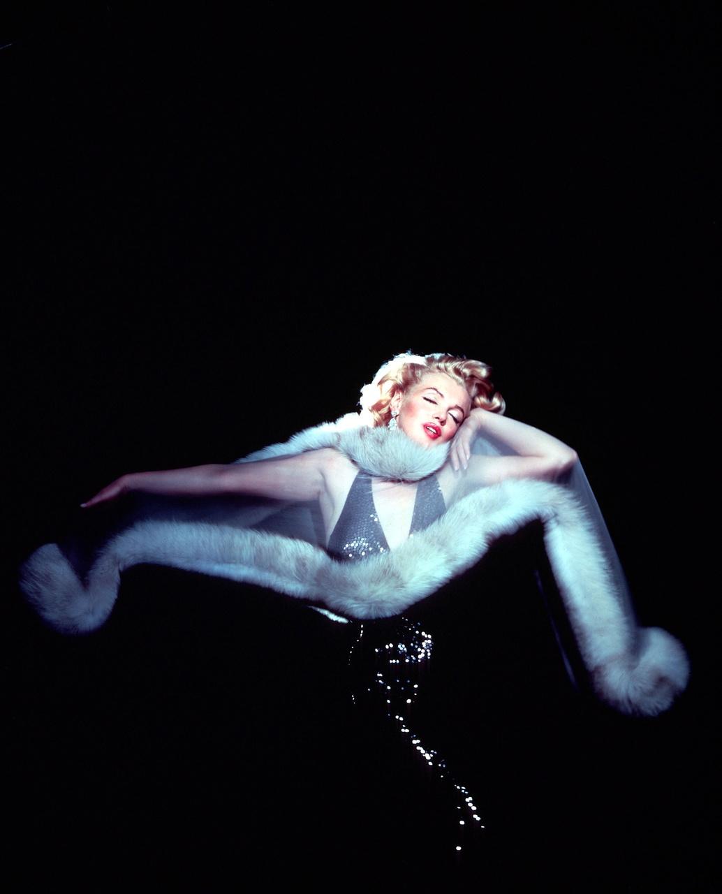 http://3.bp.blogspot.com/_FEkxtl1-FKs/THN8jGVJaRI/AAAAAAAAAM4/k9G8SdfpYf8/s1600/Marilyn+Monroe,+1957.jpg