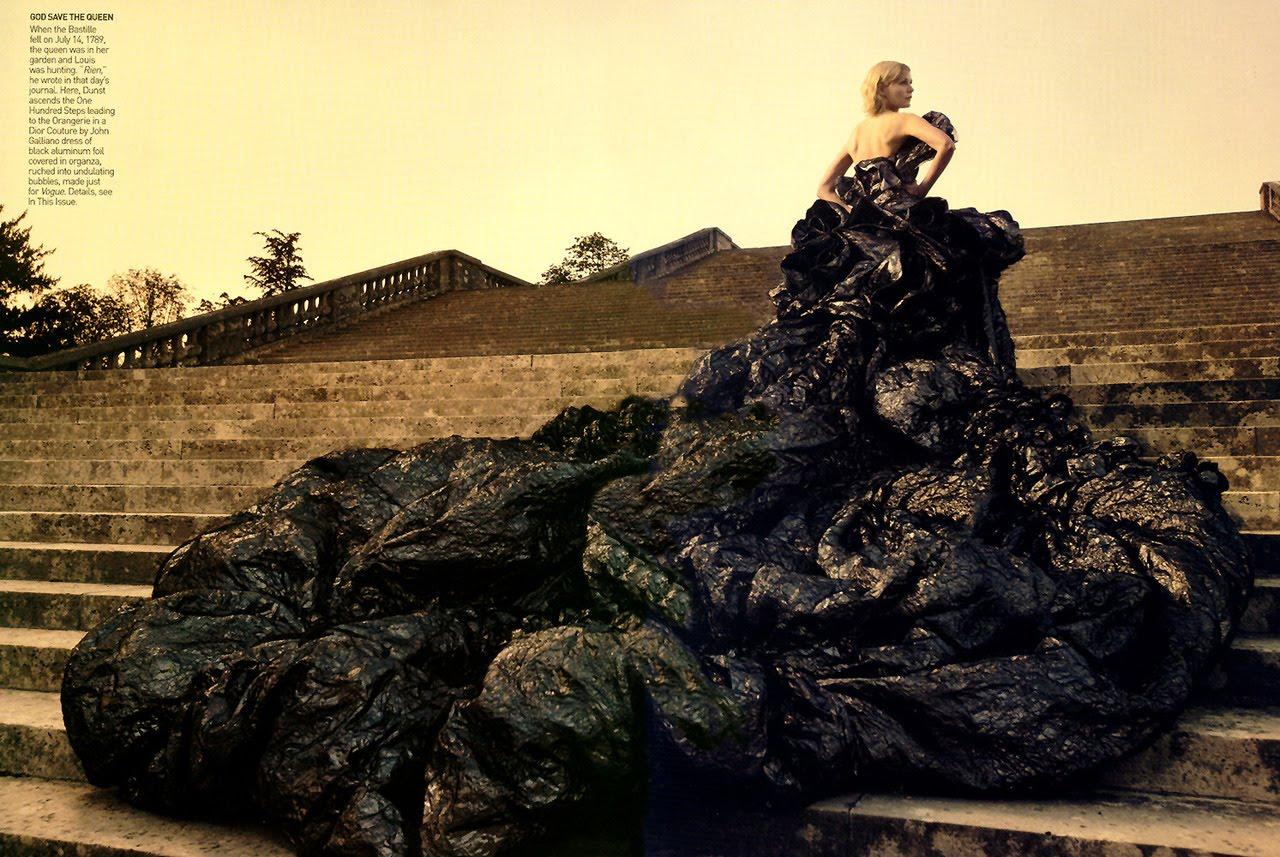 http://3.bp.blogspot.com/_FEkxtl1-FKs/THUYuQ7q7pI/AAAAAAAAAQg/hHIFUbxZ2-g/s1600/Kirsten+Dunst+photographed+by+Annie+Leibovitz+for+Vogue,+Sept+2006.jpg