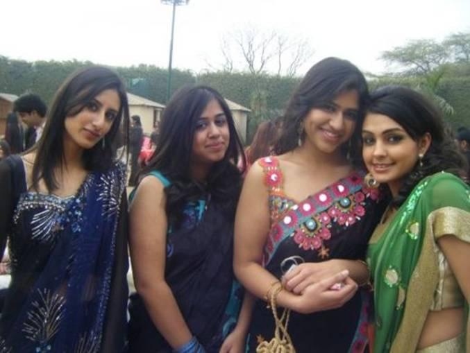 Dress Show At University1
