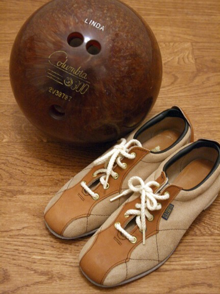WAKING LIFE: vintage bowling shoes