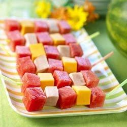 أكبر ملف لأروع و أجمل و أحدث الطرق لتقديم و تزيين الفواكه (الديسير) watermelon-kebabs.jp