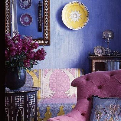 رونق البنفسجي في أرجاء المنزل وديكور بنفسجي Purple+moroccan+living+romo