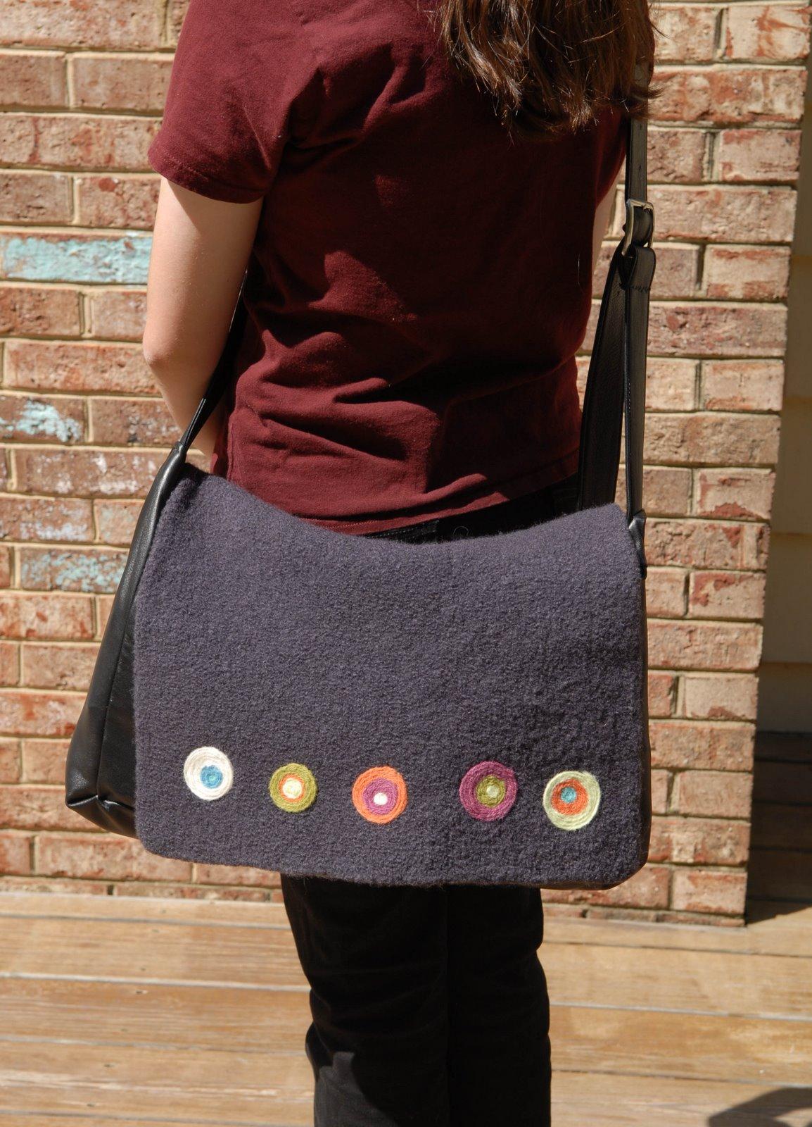 [circles+bag+with+Emily]