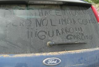 Un cotxe amb costra en Andilla