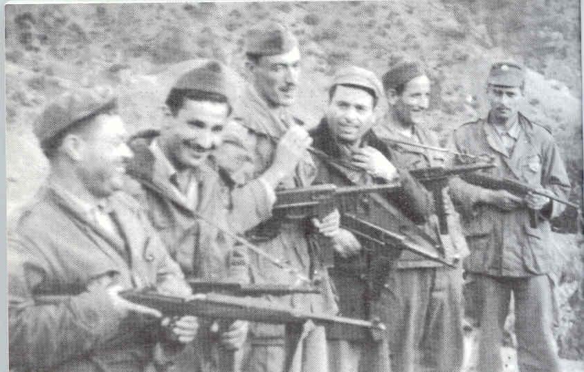 الجزائر الحبيبة Mhamed-Group.jpg