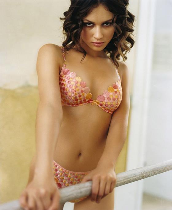 Olga Kurylenko Sexy Bikini PhotosWallpapers Pics Pictures amp Biography navel show