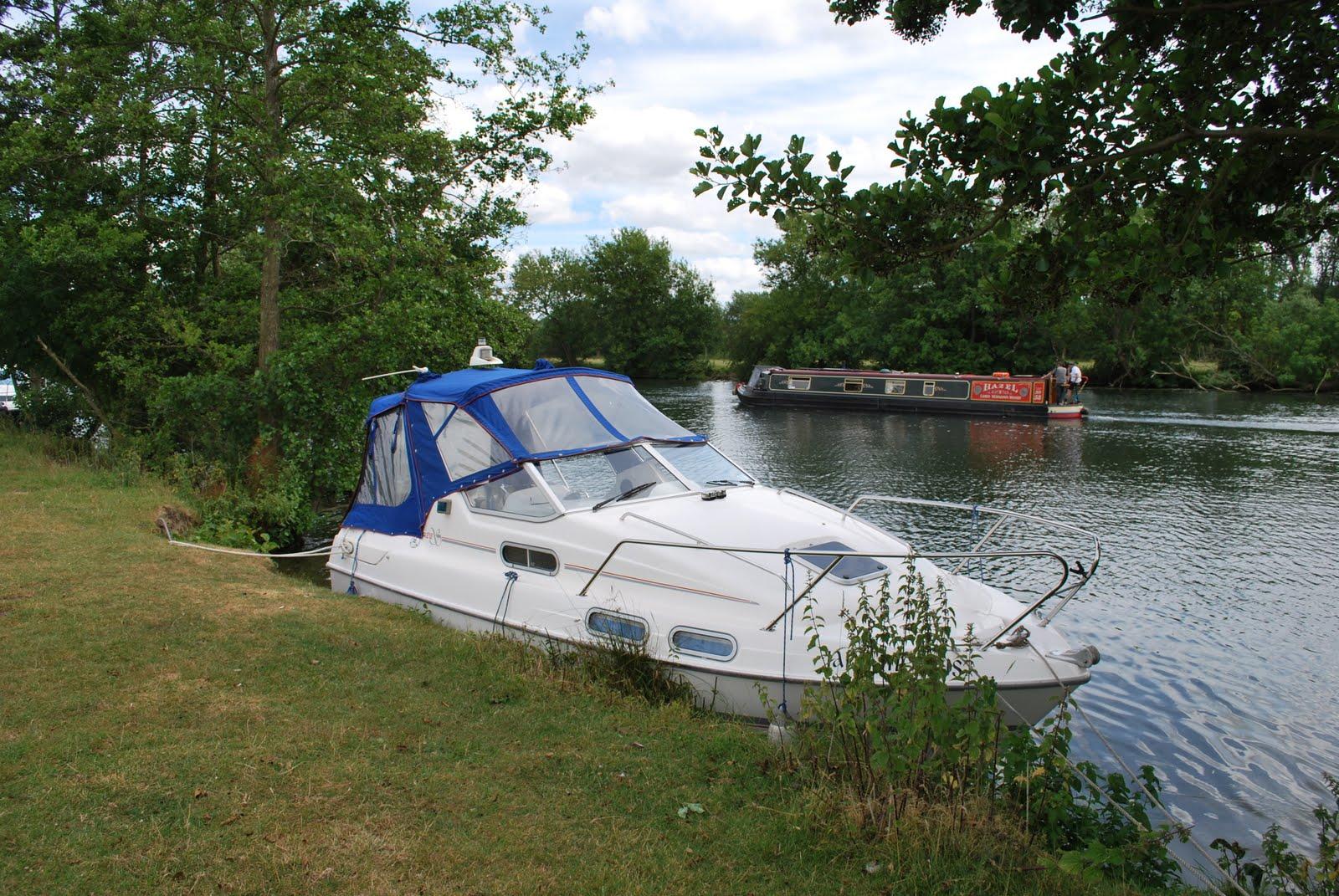 ... river boat, River Thames, Sealine 218 for sale, Thames mooring
