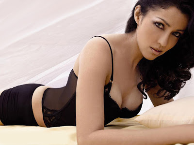 aditi govitrikar hot cleavage