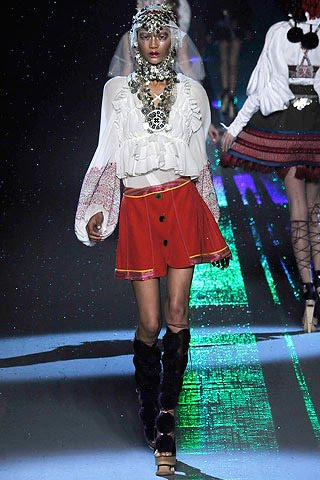 [2+John+Galliano+Fall+2009+Chanel+Iman.jpg]