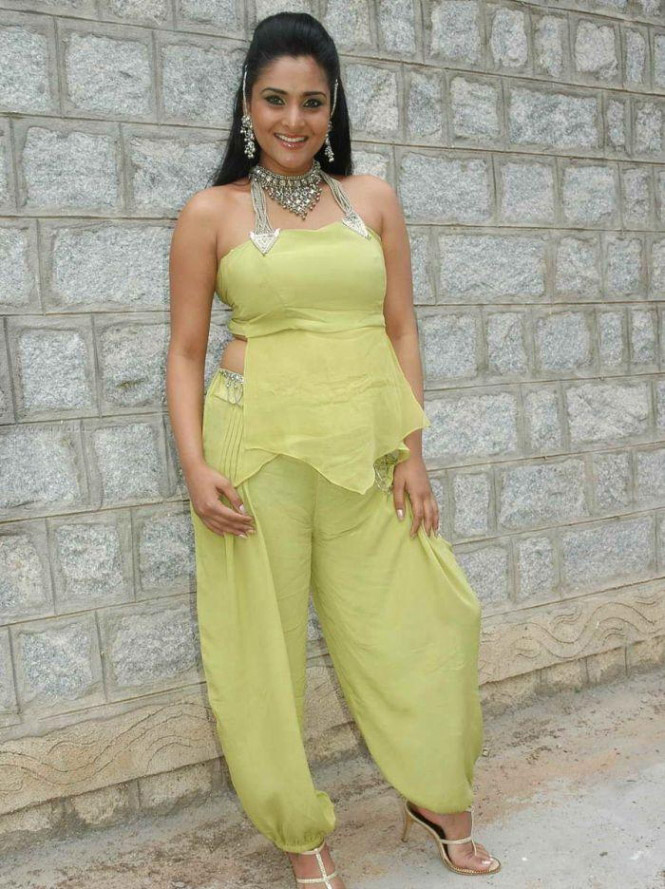 Ramya Kannada actress in Sexy Attire