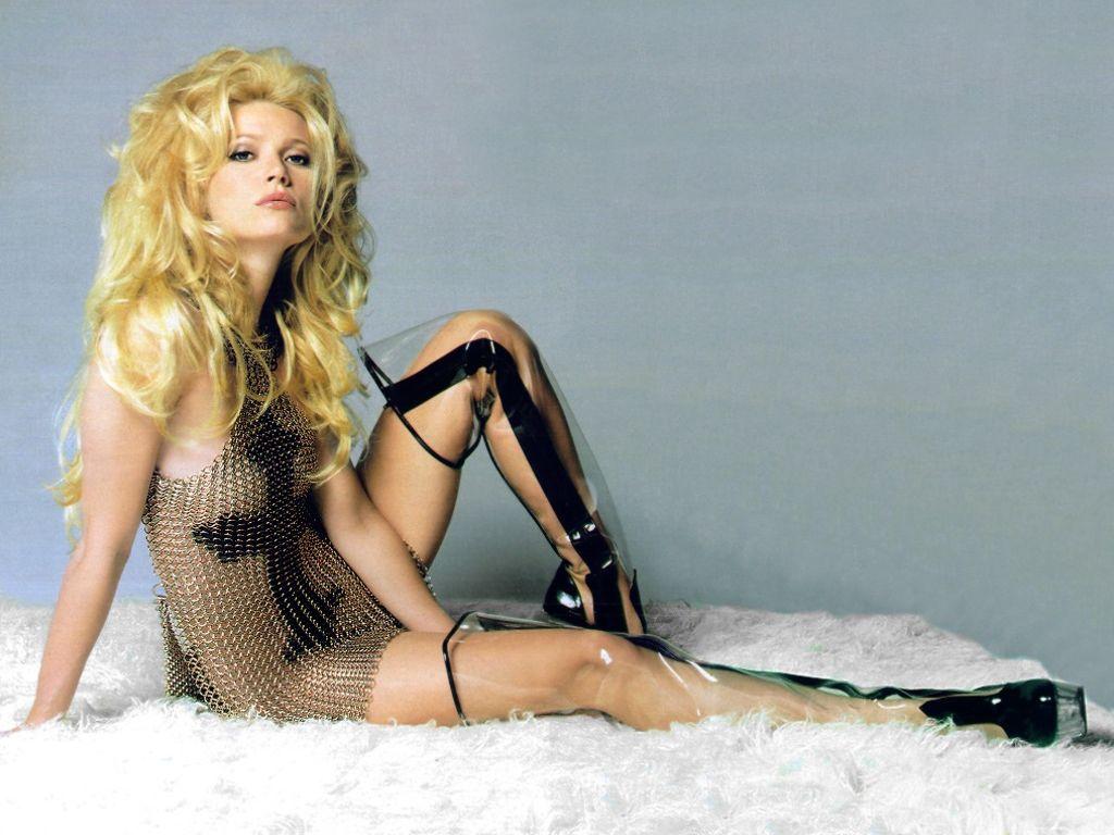 http://3.bp.blogspot.com/_FXmoHFd9rck/TVGJWIZQqzI/AAAAAAAAAfE/1eJEtvzh4pU/s1600/Gwyneth-Paltrow-30.JPG