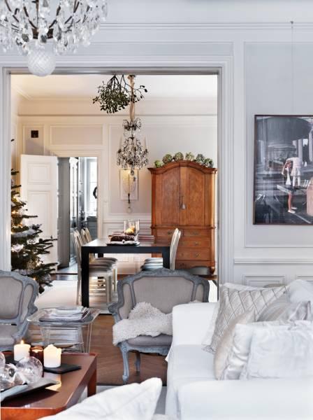 Atmosfera natalizia per un interno con romanticismo e una chiara ...