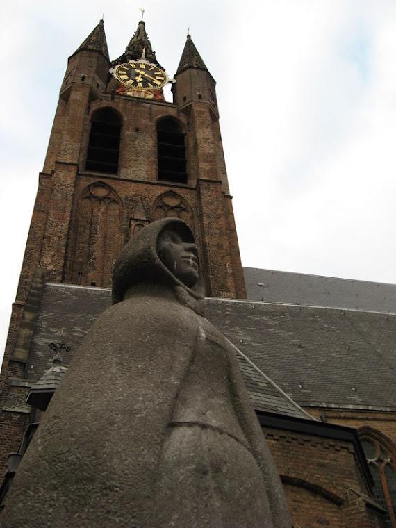 Iglesia en segundo plano