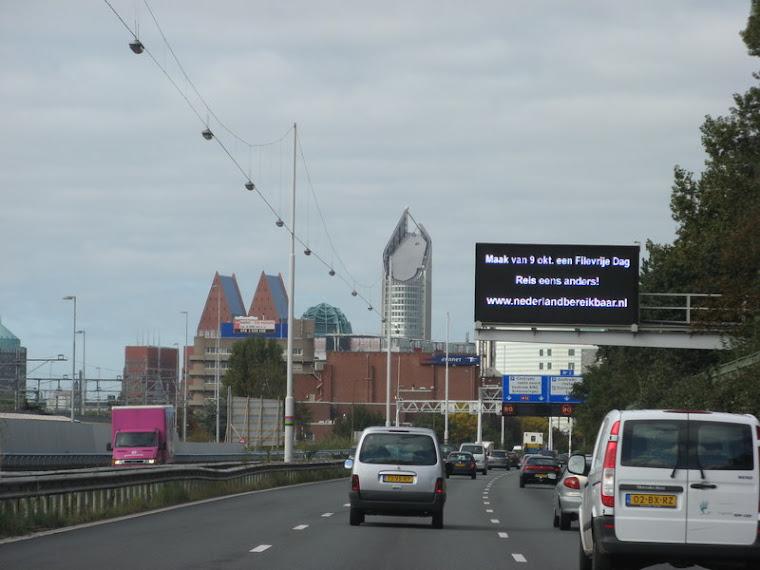 acercándonos a La Haya (el dia sin tráfico)