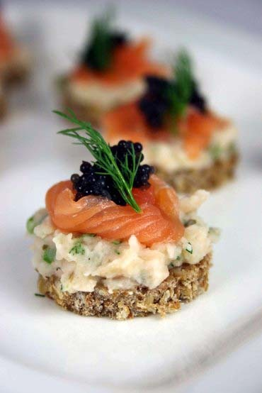 Scrumpdillyicious salmon caviar cannellini bean canap s for Smoked trout canape