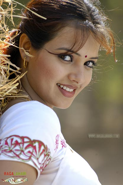 Beautiful South Indian Actress : Saloni