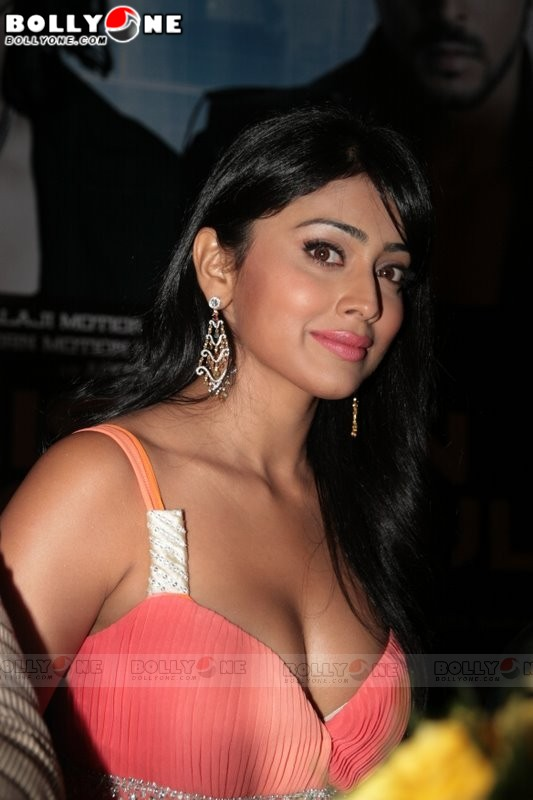 [shriya_saran__mission_13.jpg]