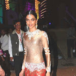 Aiswarya ,deepika Padukone At Nokia Star Screen Awards
