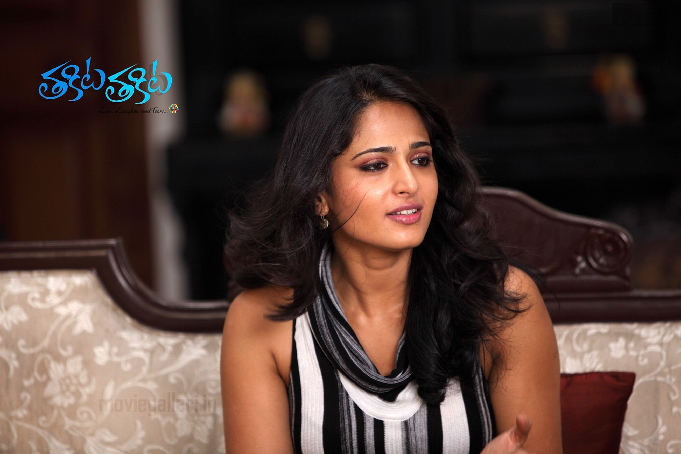 http://3.bp.blogspot.com/_Fbqc6JbQSVw/THX1U7wsf3I/AAAAAAAAdFY/o7_z6LmijWA/s1600/Anushka_Shetty_widescreen_hq_wallpapers_11.jpg