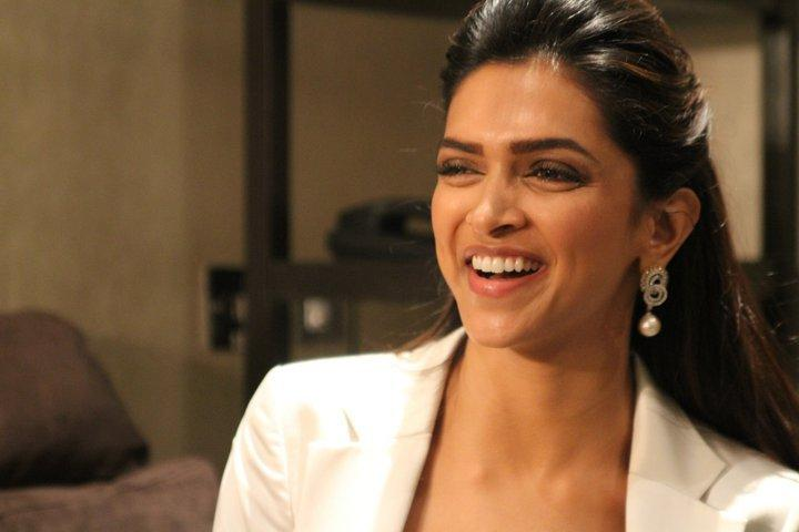 images of deepika padukone in break ke baad