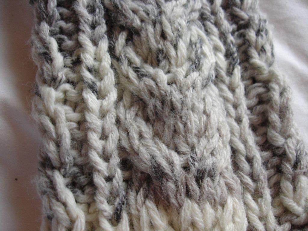 Marions Knitting: Krissie - Cable Leg Warmers