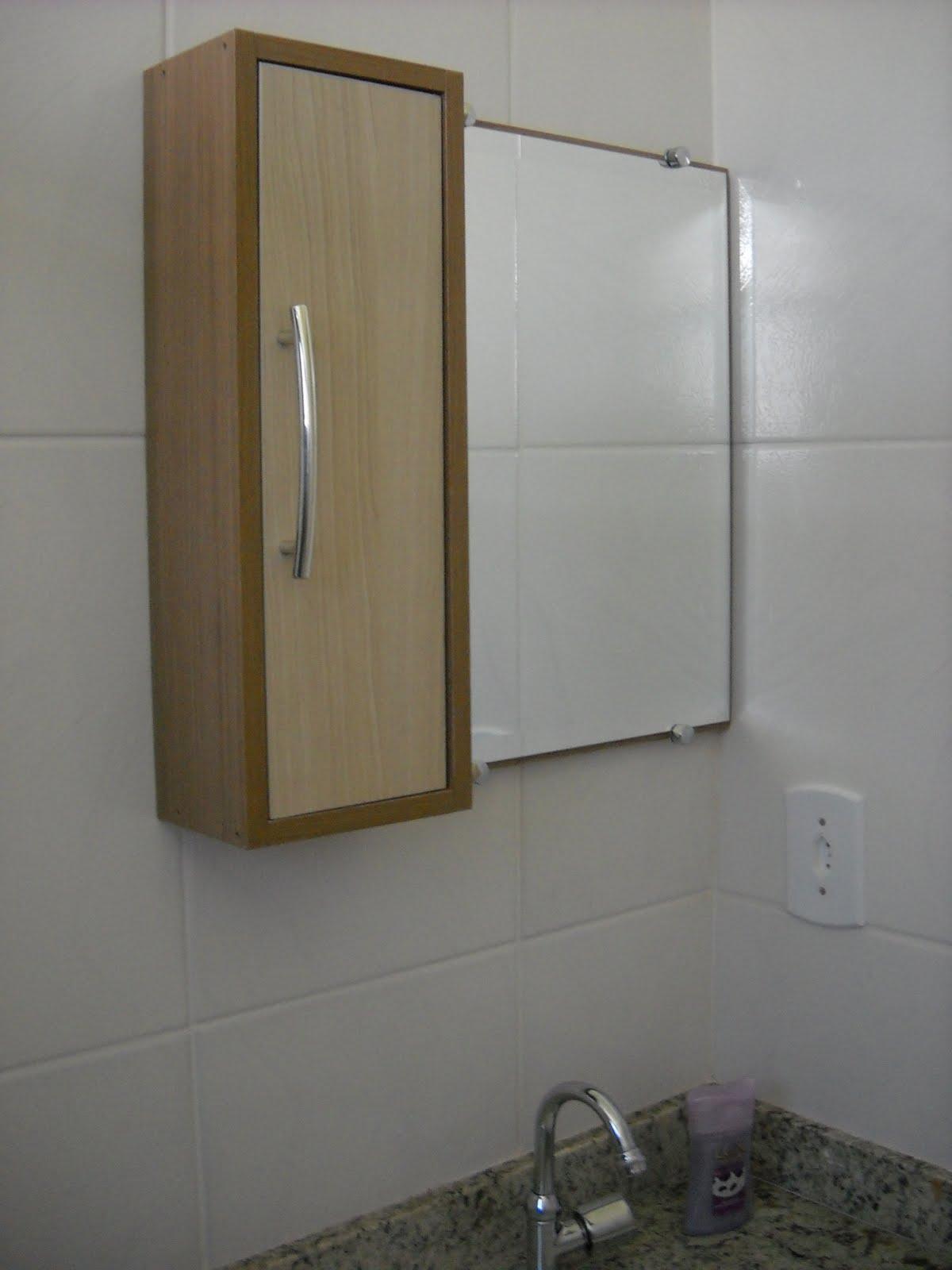 FR Design Móveis planejados: Armário com espelho para banheiro. #5D4B34 1200 1600