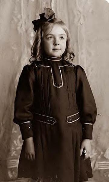 Leontine Wright,  1900